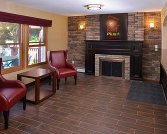 Red Roof Inn Plus+ & Suites Guilford - Guilford - Salónek