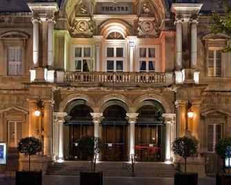 Mercure Avignon Centre Palais Des Papes - Avignon - Building