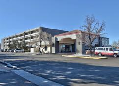 Ramada Plaza by Wyndham Albuquerque Midtown - Αλμπουκέρκι - Κτίριο