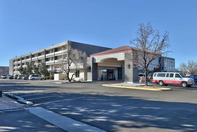 Ramada Plaza by Wyndham Albuquerque Midtown - Albuquerque - Building