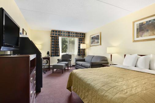 Travelodge by Wyndham Ottawa East - Оттава - Спальня