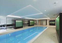 Radisson Blu Scandinavia Hotel, Düsseldorf - Düsseldorf - Bể bơi