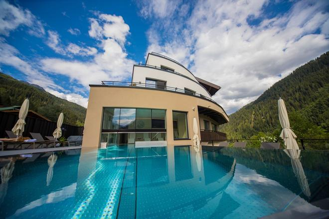 Hotel Grischuna - Sankt Anton am Arlberg - Pool