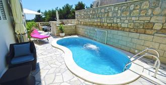 Youth Hostel Villa Marija - Hvar - Pool