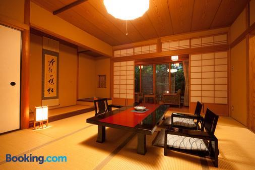 Yufuin Onsen Ryotei Tanokura - Yufu - Dining room