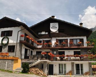 Hotel Millefiori - Valtournenche - Gebouw