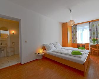 sWirtshaus Farrach - Zeltweg - Bedroom
