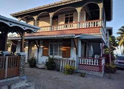 Mainroad Suite - Calibishie - Building