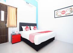 OYO 877 Bypass Town Square - Mojokerto - Bedroom