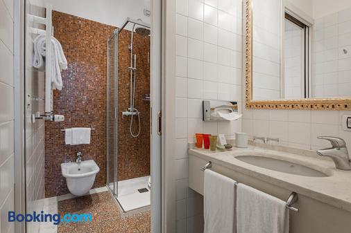 Hotel Al Ponte Antico - Venice - Bathroom