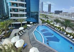 Atana Hotel - Дубай - Бассейн