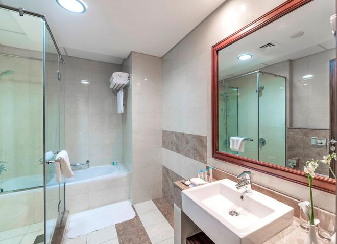 Atana Hotel - Dubai - Bathroom