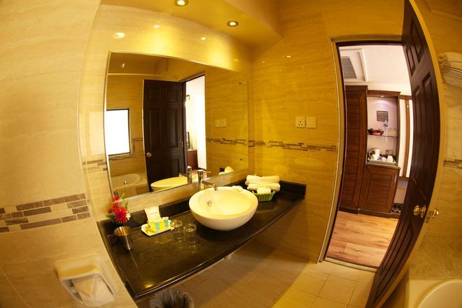 Kathmandu Guest House By Kgh Group - Kathmandu - Bathroom