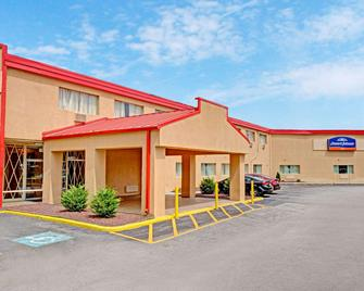 Howard Johnson by Wyndham Pikesville - Pikesville - Building