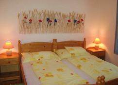 Fészek Apartmanház - Vonyarcvashegy - Bedroom