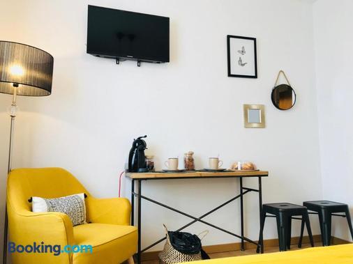 El Paseo - Belmonte - Living room