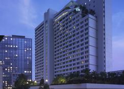 New World Makati Hotel - Makati - Building
