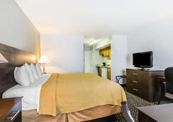 Quality Inn & Suites University/Airport - Louisville - Phòng ngủ