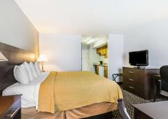 Quality Inn & Suites University/Airport - Louisville - Habitación