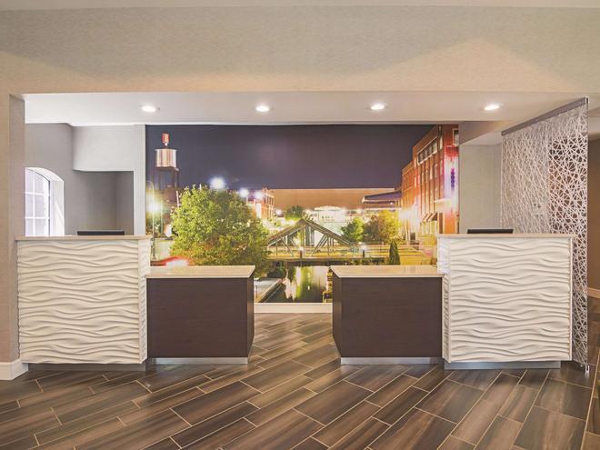 La Quinta Inn & Suites by Wyndham Oklahoma City - NW Expwy - Oklahoma City - Lobby