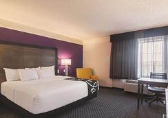 La Quinta Inn & Suites by Wyndham Oklahoma City - NW Expwy - Oklahoma City - Makuuhuone