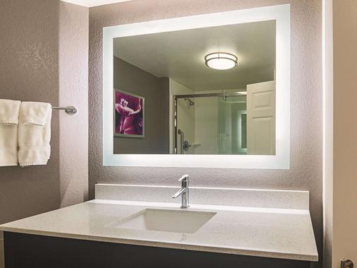 La Quinta Inn & Suites by Wyndham Oklahoma City - NW Expwy - Oklahoma City - Kylpyhuone