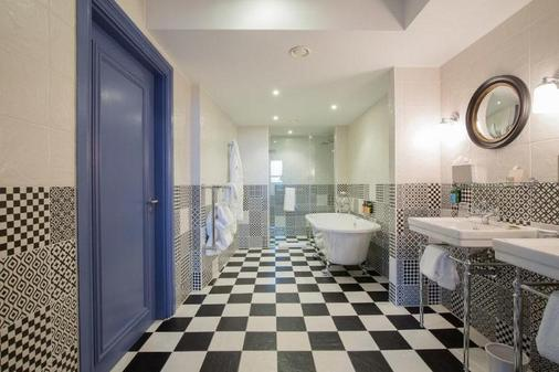 One Leicester Street - London - Bathroom