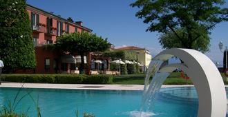 Hotel Fonte Boiola - סירמיונה - בריכה