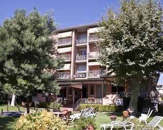 Hotel Gabrini - Marina di Massa - Building