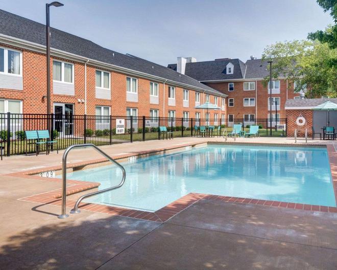 Comfort Inn Williamsburg Gateway - Williamsburg - Pool