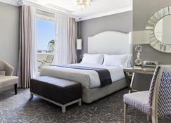 Queen Victoria Hotel - Cape Town - Bedroom