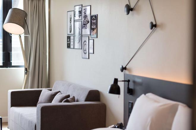 ペンタホテル 香港 屯門 - 香港 - リビングルーム