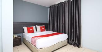 OYO 90136 Jumbo Inn - Kuching - Bedroom