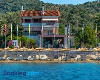 Over Sea Rooms & Villas - Loutra Edipsou - Building