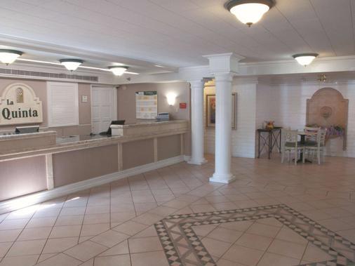 La Quinta Inn Bakersfield South - Bakersfield - Front desk