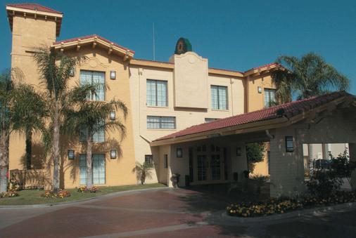 La Quinta Inn Bakersfield South - Bakersfield - Building