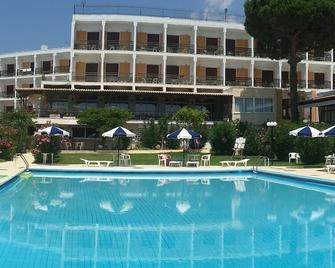 Irinna Hotel - Svoronata - Piscina