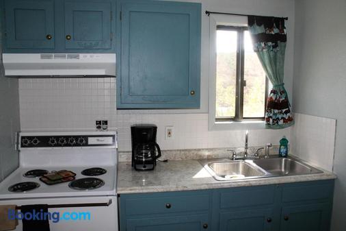 Rocky Mountain Lodge - DuBois - Kitchen