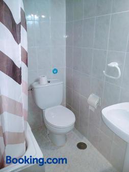 Hostal Esmeralda - Madrid - Bathroom