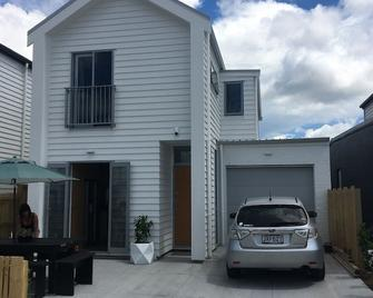 Easy airport stopover or Auckland stay - Mangere