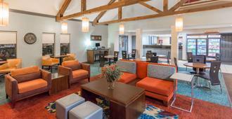 Hawthorn Suites by Wyndham North Charleston SC - North Charleston - Sala de estar