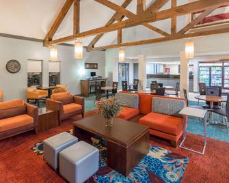 Hawthorn Suites by Wyndham North Charleston SC - North Charleston - Living room