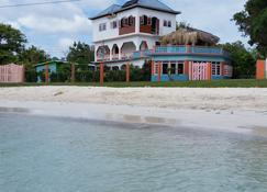 Richies on the beach - Литл-Бей