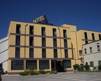 Hotel La Rocca - Nogarole Rocca - Building