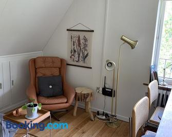 Selvbetjent lejlighed i centrum ved åen - Ribe - Living room