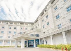 The Monarch Hotel - Dagupan City - Edificio