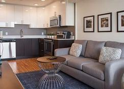 LIV Extended Stay - Ottawa - Cocina