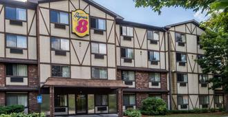 Super 8 by Wyndham Groton - Groton - Building