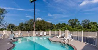 Quality Inn Athens I-65 Huntsville Area West - Athens - Pool