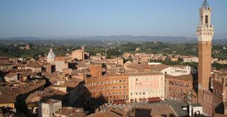Centrale - Siena - Außenansicht